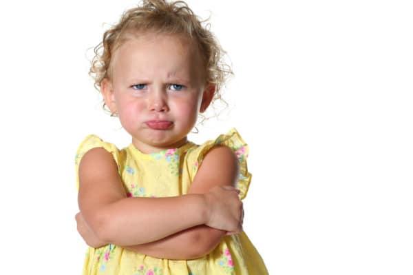 كيفية التعامل مع الطفل العنيد والعصبي في عمر الثلاث سنوات هام لكل أم