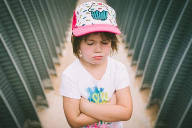 كيفية التعامل مع الطفل العنيد والعصبي في عمر السنة والنصف