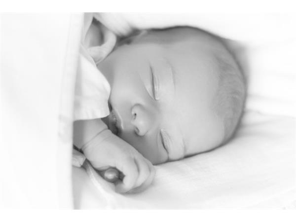 نوم الطفل في الشهر الاول من الولادة