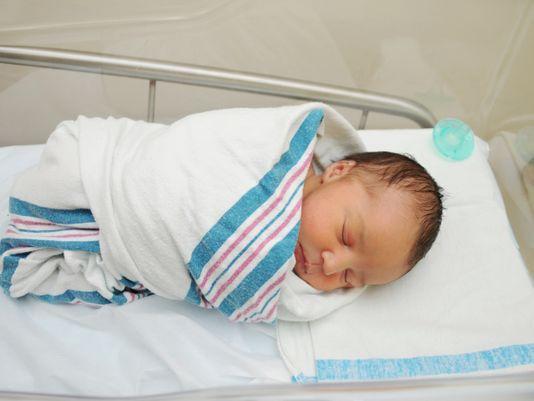 كيفية التعامل مع الاطفال حديثي الولادة