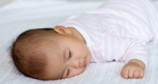 نوم الاطفال حديثي الولادة على البطن